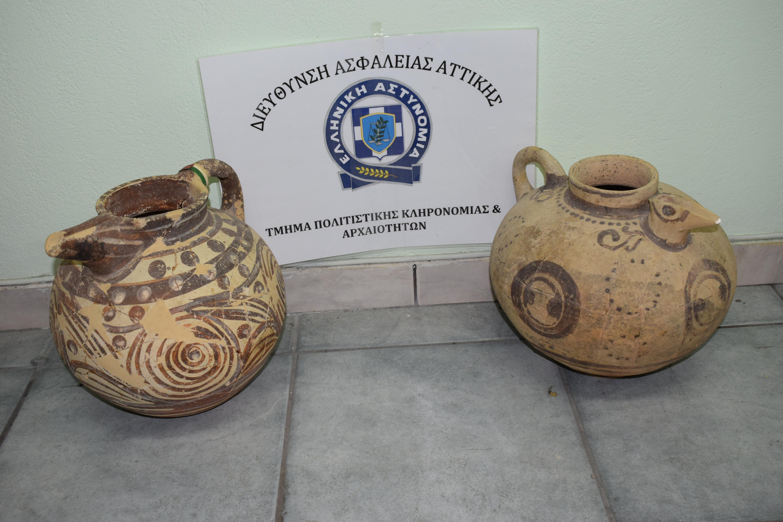 nychtofylakas-ekleve-archaia-antikeimena-axias-apo-to-moyseio-santorinis-fotografies5