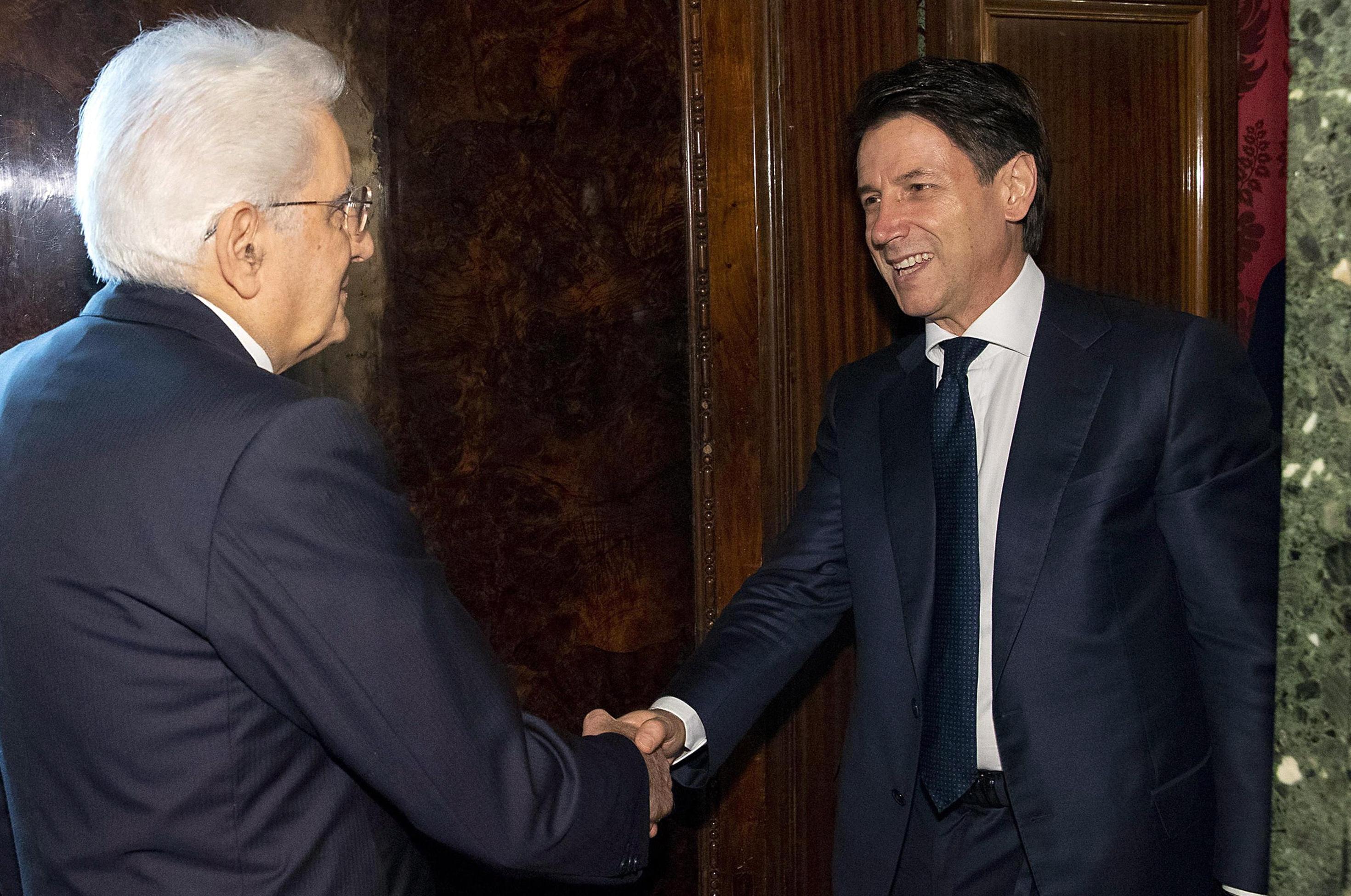se-politiki-krisi-vythizetai-i-italia-meta-to-veto-matarela0