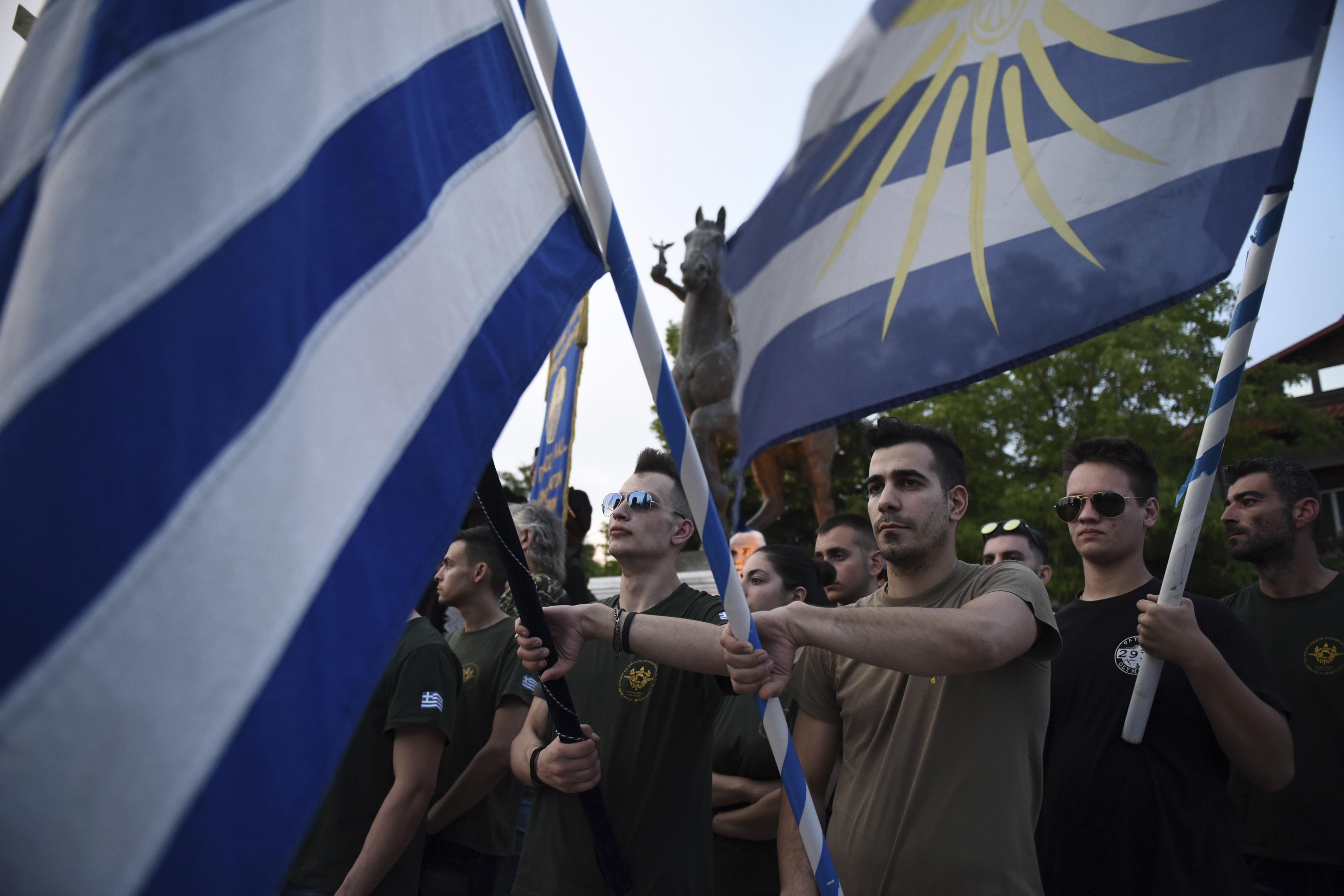 chiliades-diadilosan-gia-ti-makedonia-se-23-poleis-tis-choras-fotografies-amp-8211-vinteo9
