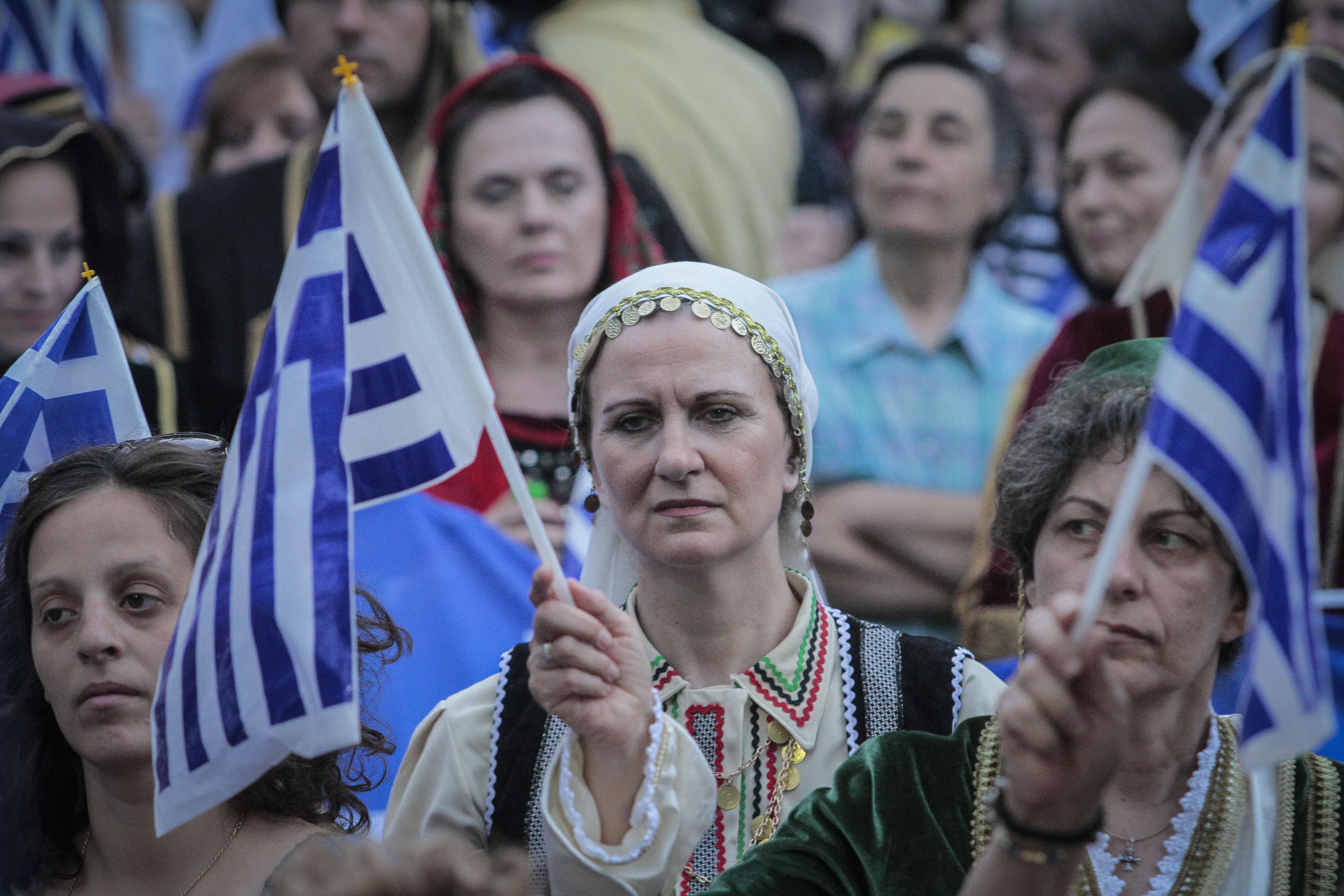 chiliades-diadilosan-gia-ti-makedonia-se-23-poleis-tis-choras-fotografies-amp-8211-vinteo27