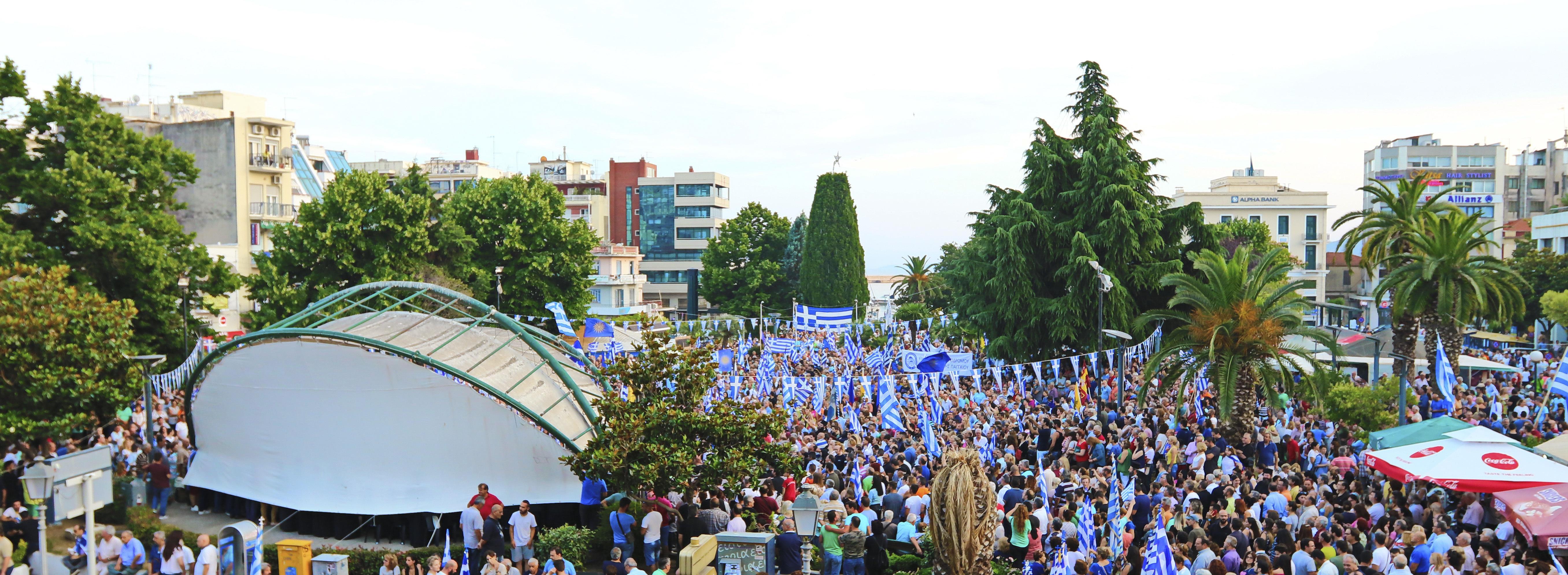 chiliades-diadilosan-gia-ti-makedonia-se-23-poleis-tis-choras-fotografies-amp-8211-vinteo31