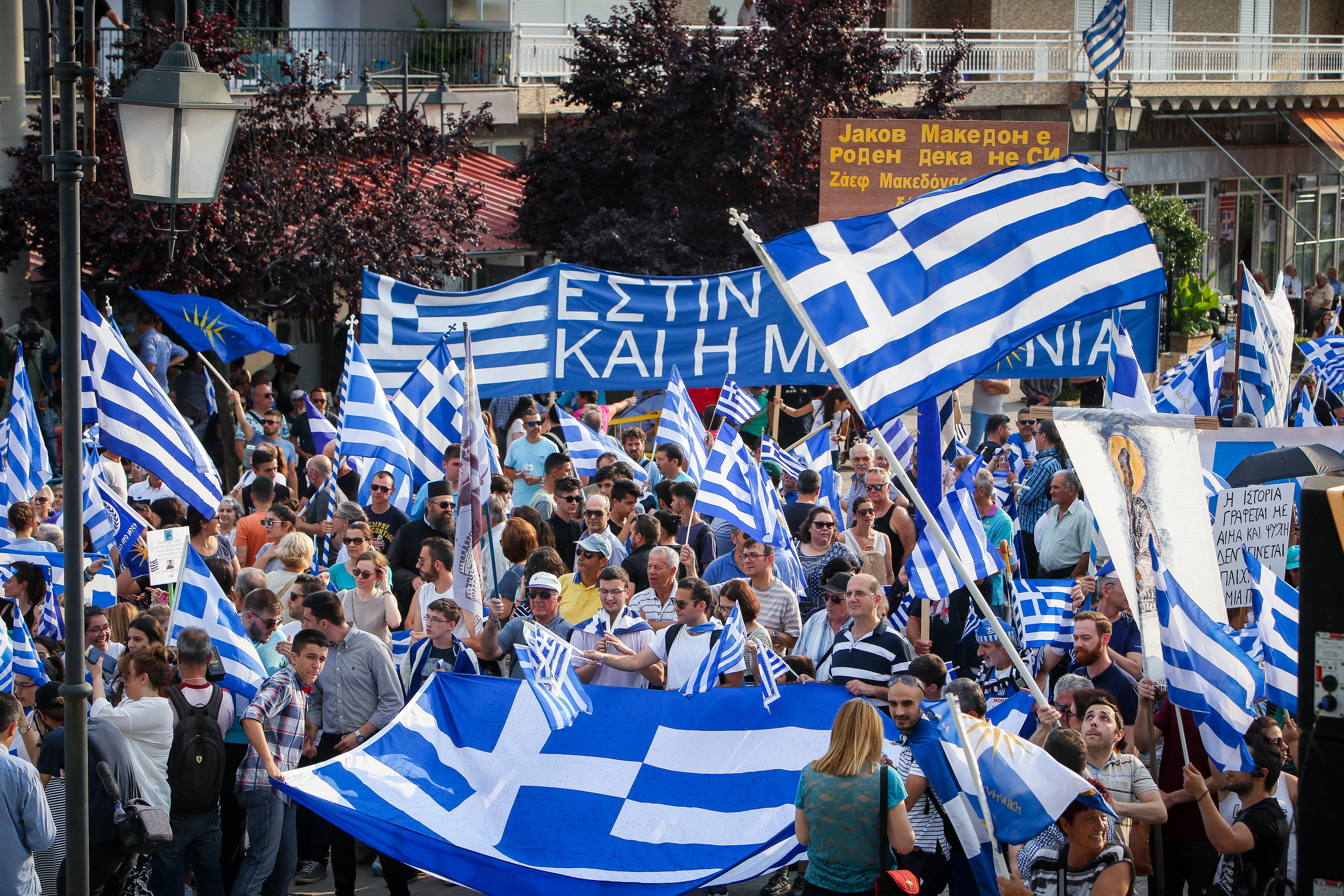 chiliades-diadilosan-gia-ti-makedonia-se-23-poleis-tis-choras-fotografies-amp-8211-vinteo3