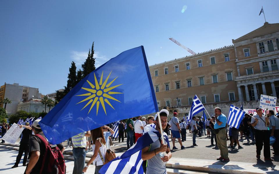 sygkentrosi-sto-syntagma-gia-ti-makedonia-fotografies1