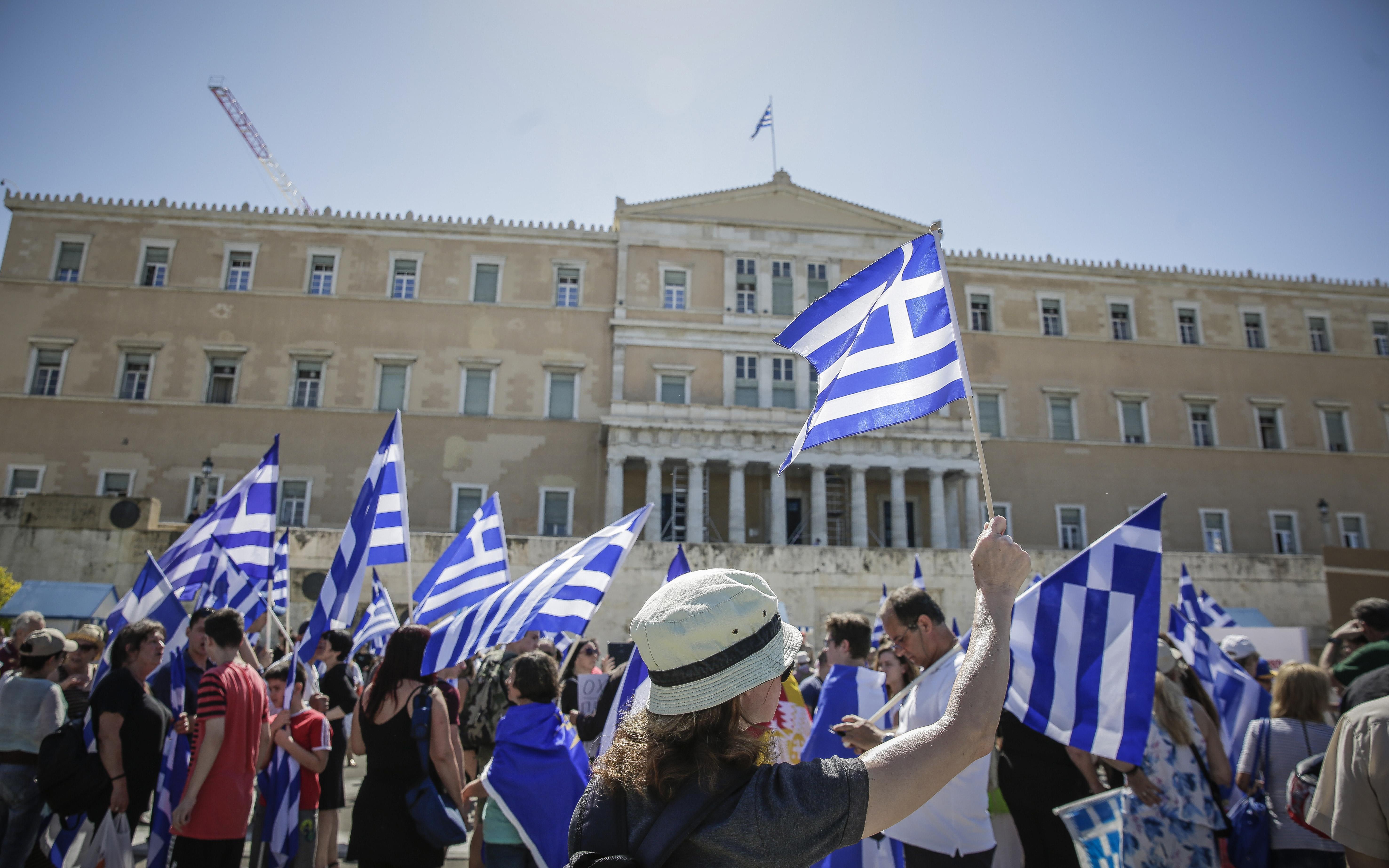 sygkentrosi-sto-syntagma-gia-ti-makedonia-fotografies3