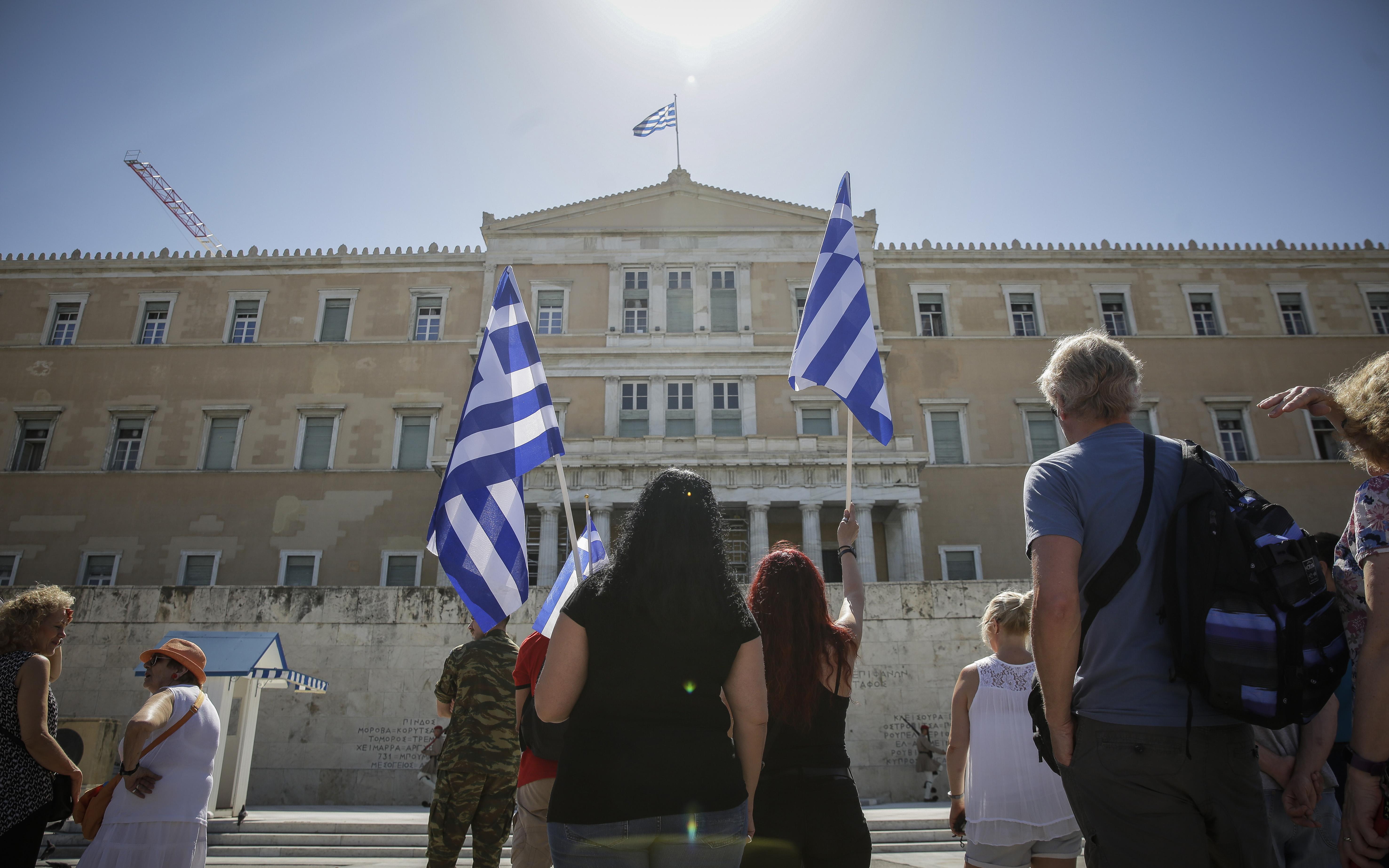 sygkentrosi-sto-syntagma-gia-ti-makedonia-fotografies9