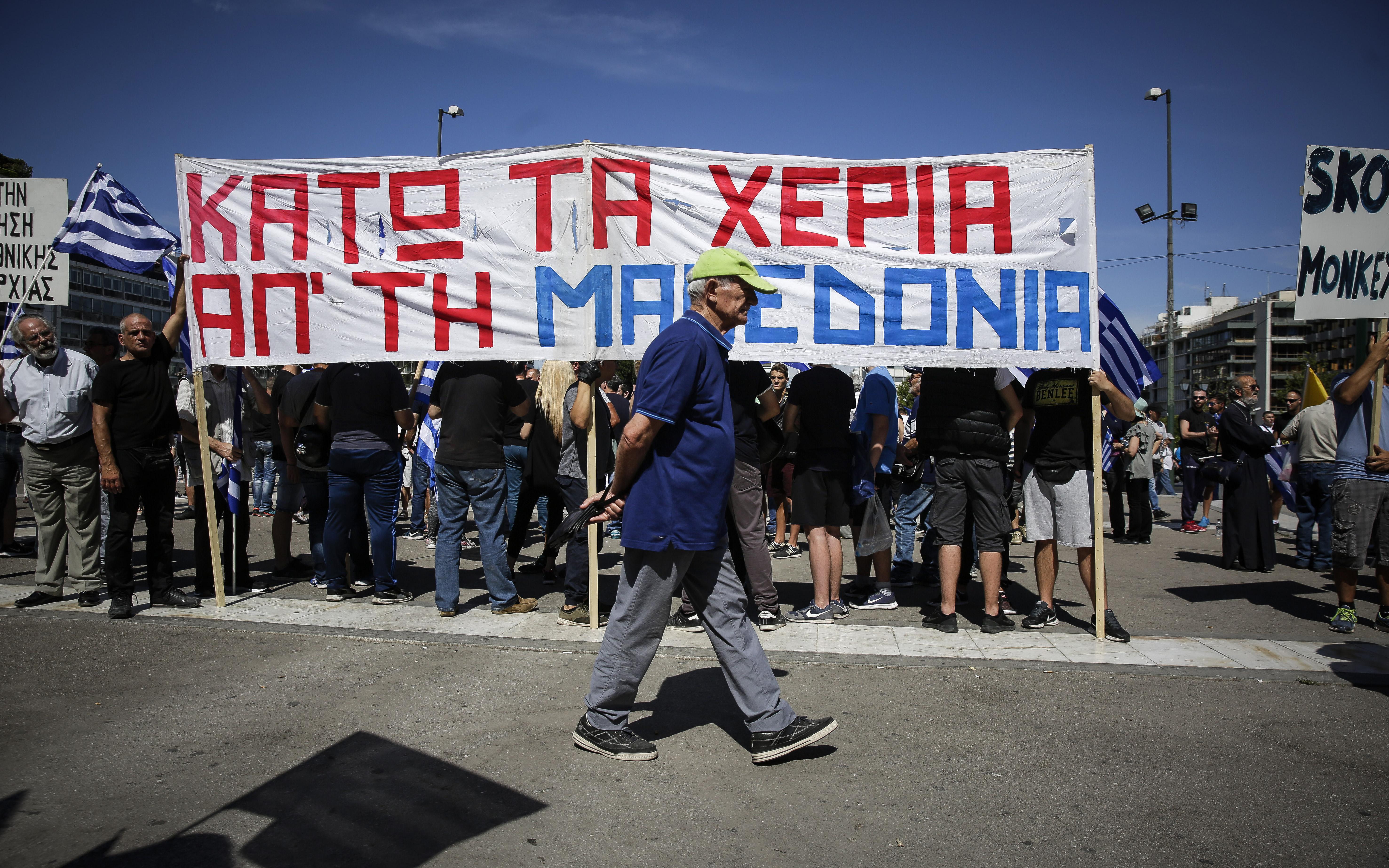sygkentrosi-sto-syntagma-gia-ti-makedonia-fotografies11