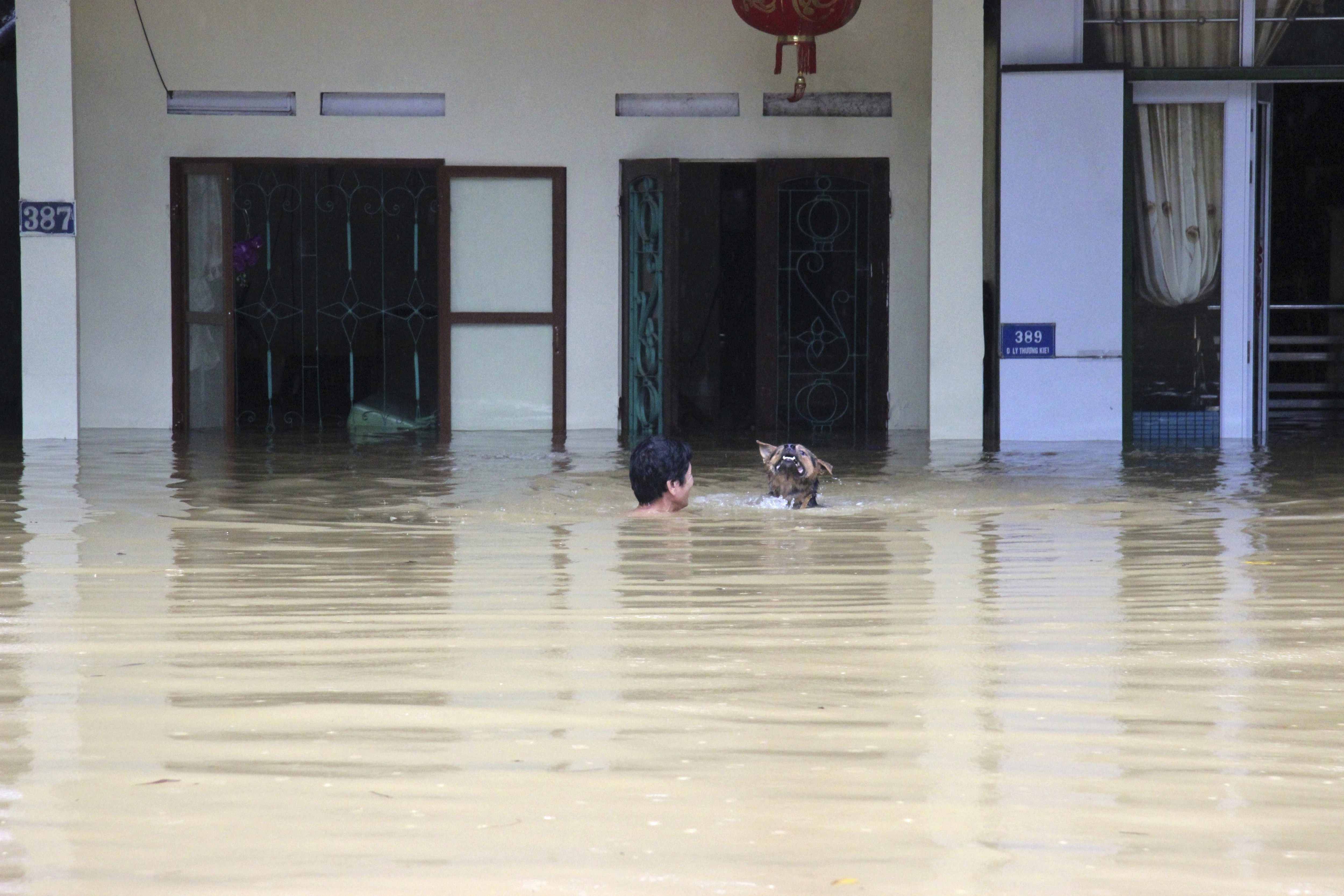 vietnam-toylachiston-15-nekroi-meta-apo-plimmyres-kai-katolisthiseis-amp-8211-nees-katarraktodeis-vrochoptoseis-provlepoyn-oi-meteorologoi4