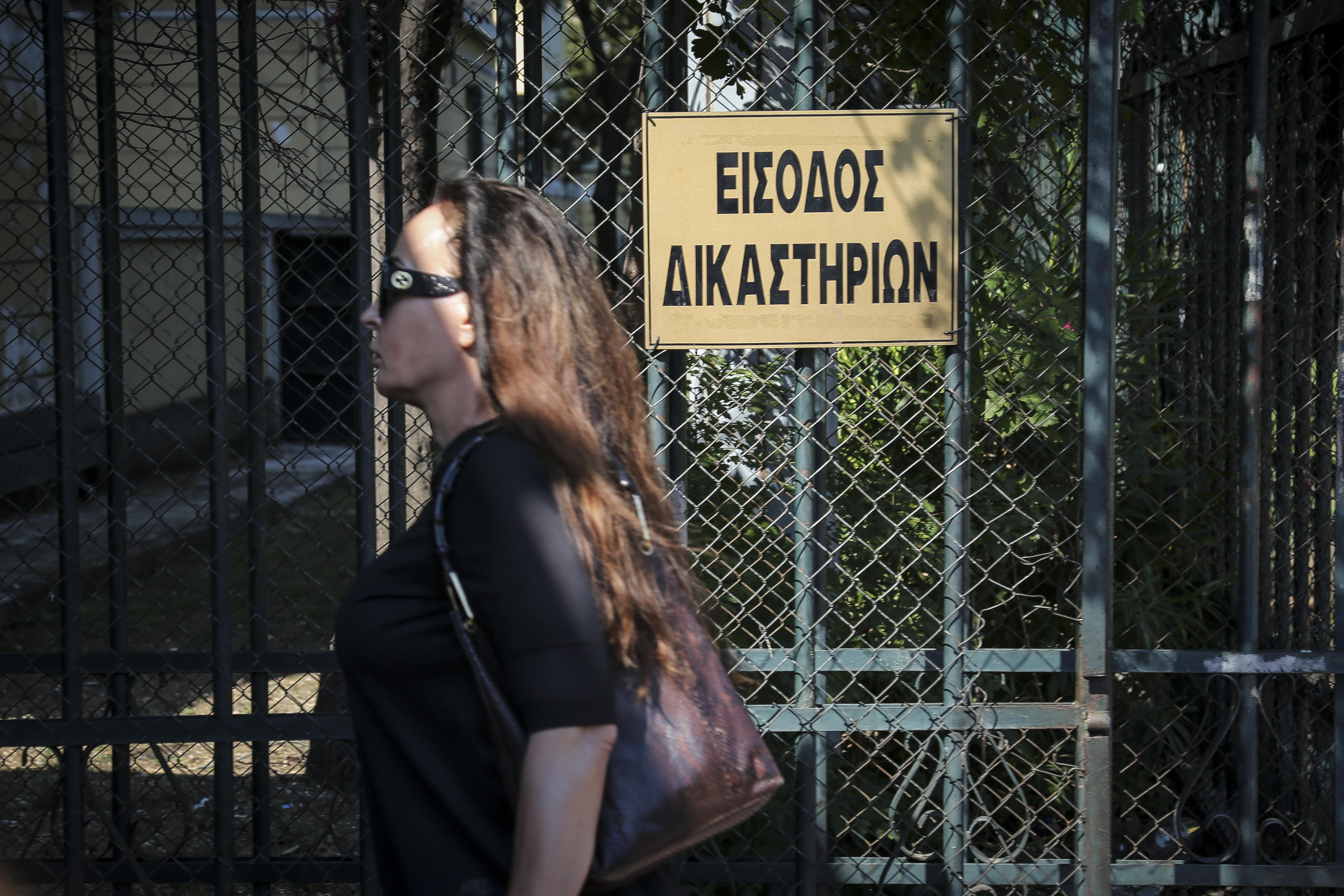 eleytheri-i-viky-stamati-choris-perioristikoys-oroys1