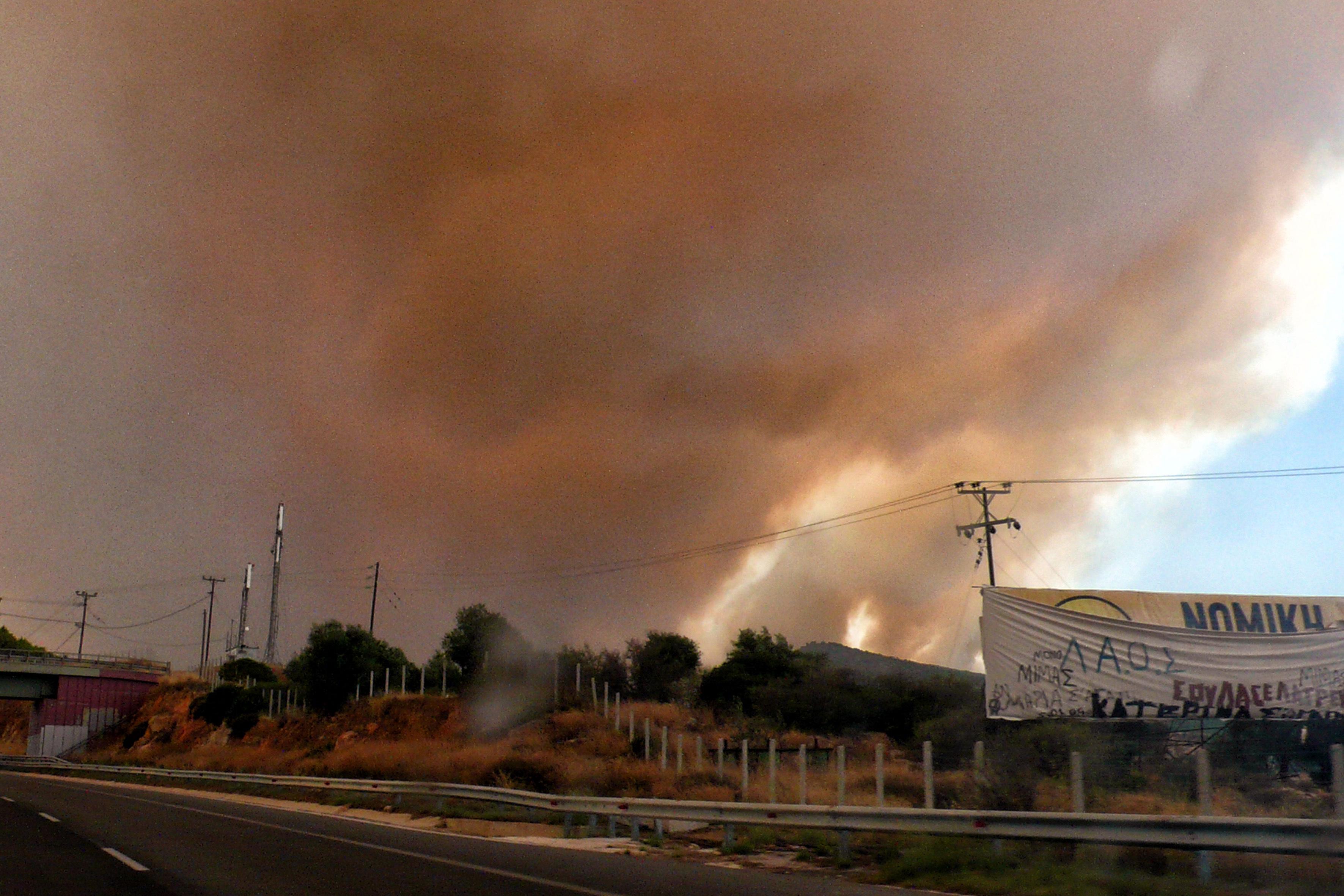 eikones-oloklirotikis-katastrofis-apo-tis-pyrkagies-foto-amp-8211-vinteo31