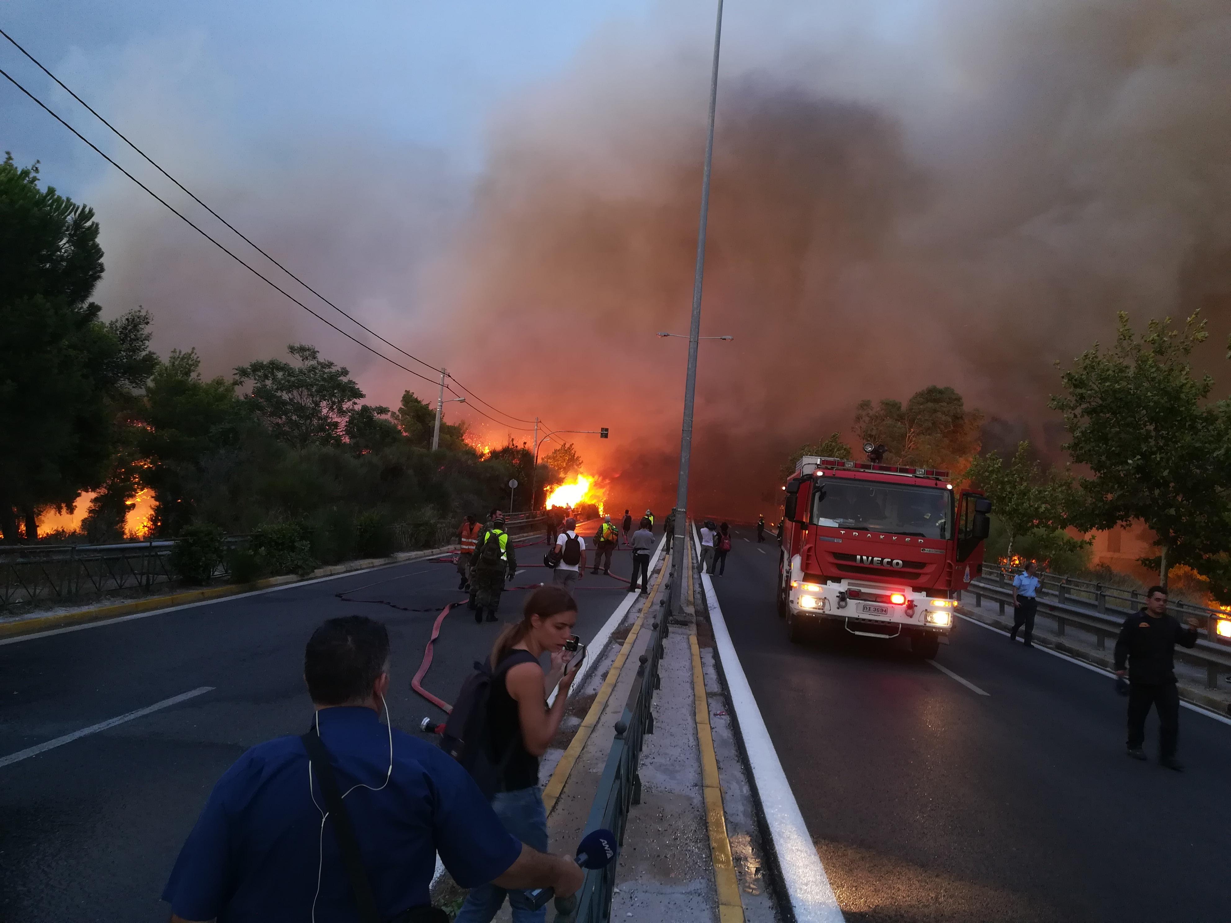 eikones-oloklirotikis-katastrofis-apo-tis-pyrkagies-foto-amp-8211-vinteo24