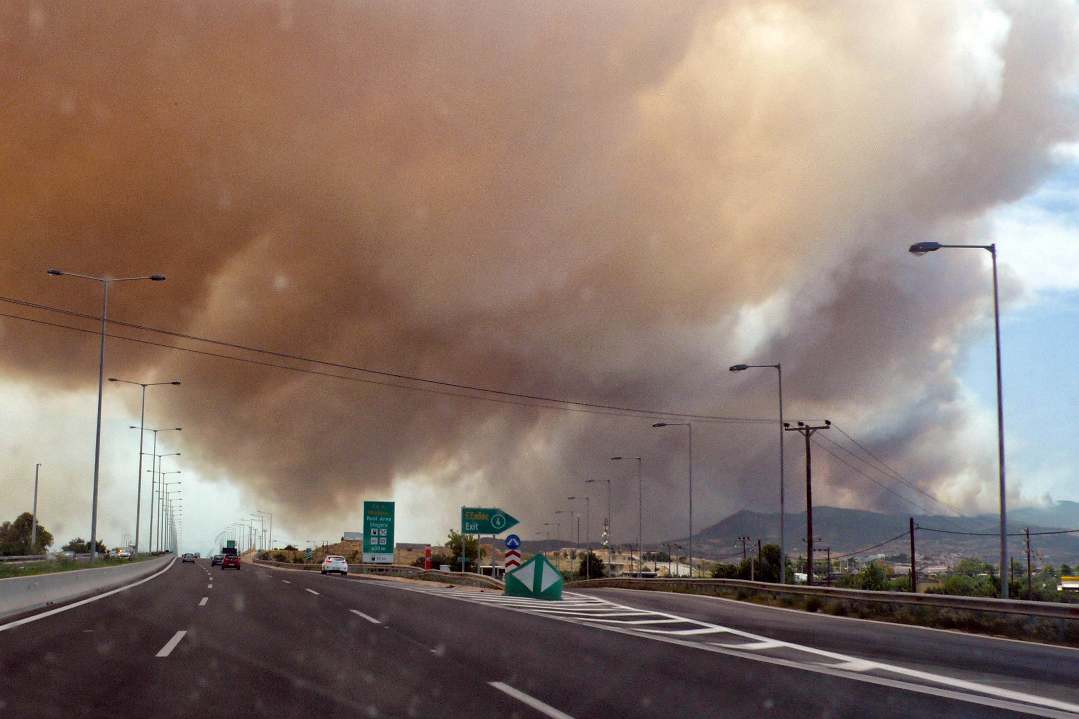 eikones-oloklirotikis-katastrofis-apo-tis-pyrkagies-foto-amp-8211-vinteo37