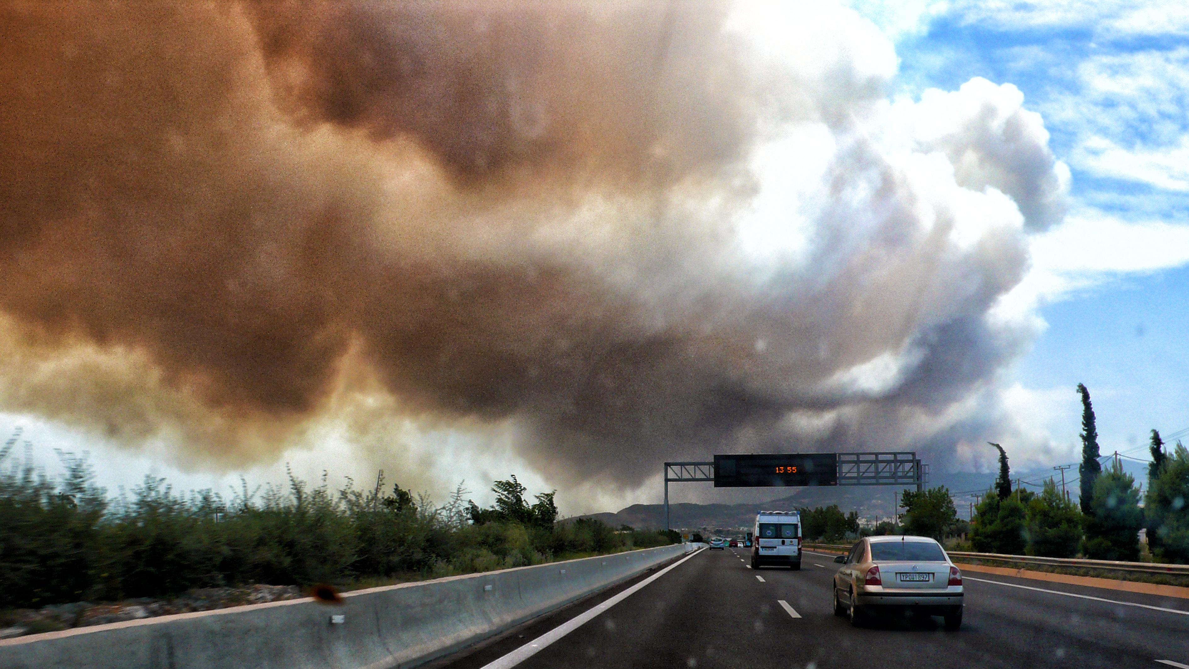 eikones-oloklirotikis-katastrofis-apo-tis-pyrkagies-foto-amp-8211-vinteo36