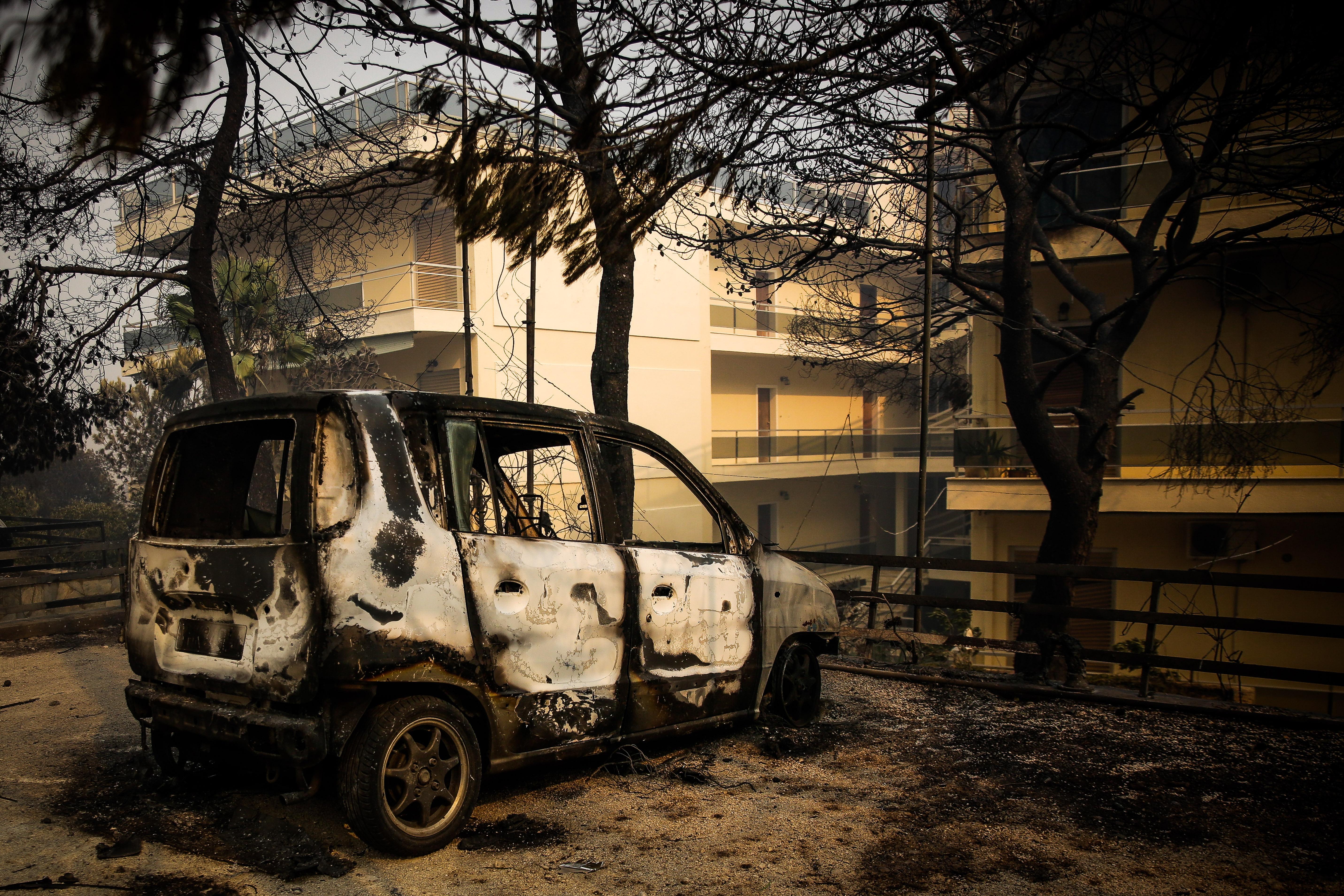 eikones-oloklirotikis-katastrofis-apo-tis-pyrkagies-foto-amp-8211-vinteo10