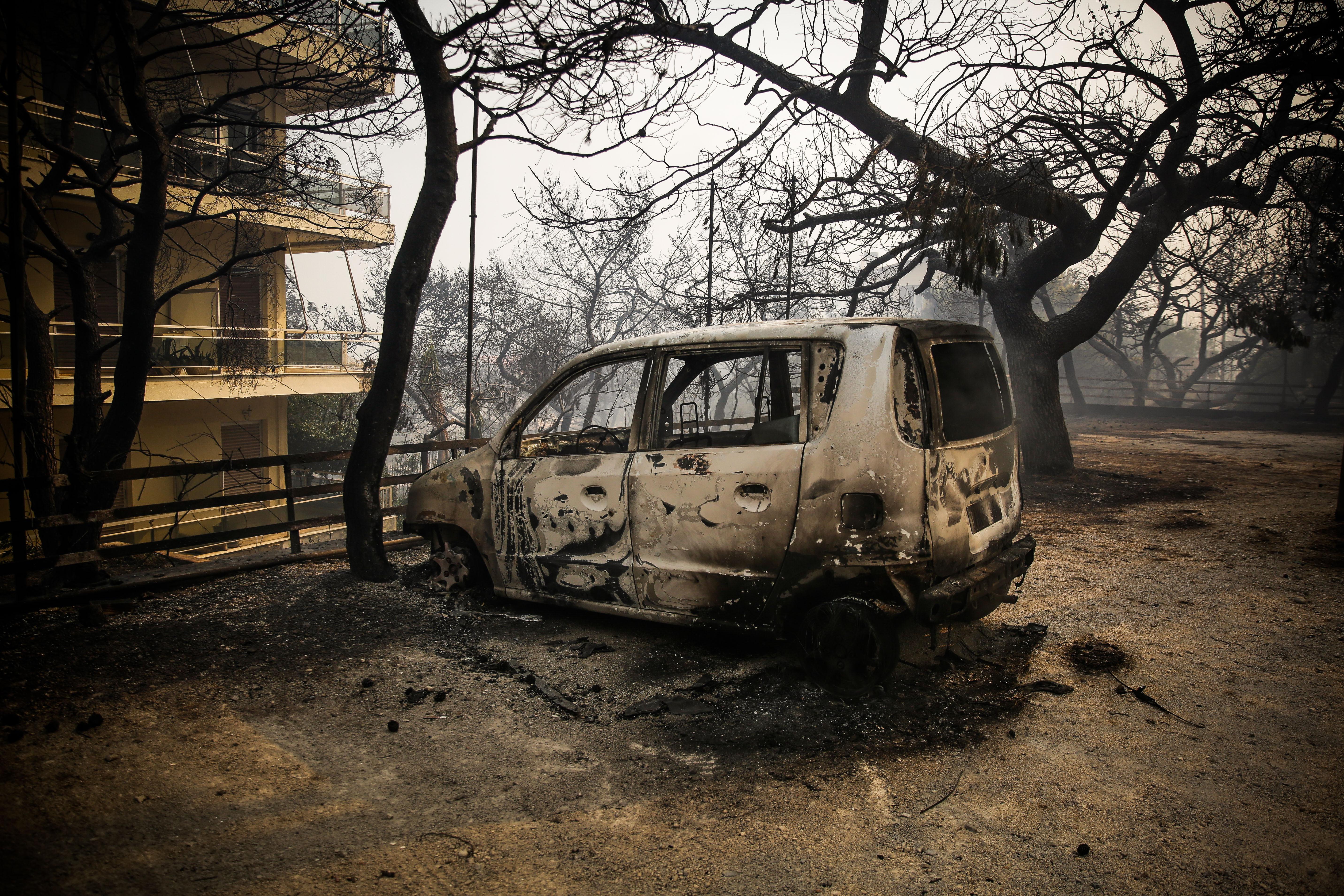 eikones-oloklirotikis-katastrofis-apo-tis-pyrkagies-foto-amp-8211-vinteo8