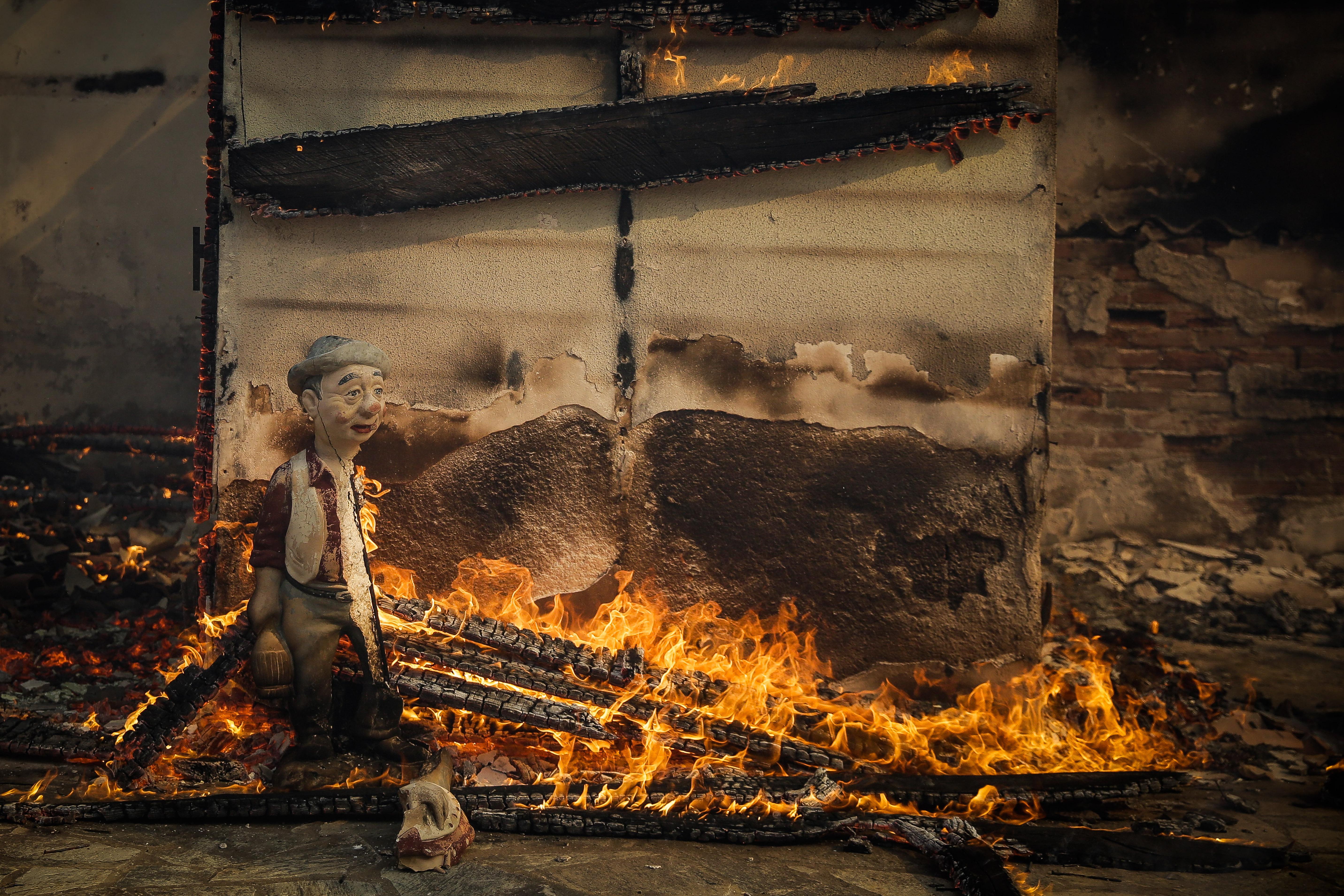 eikones-oloklirotikis-katastrofis-apo-tis-pyrkagies-foto-amp-8211-vinteo9