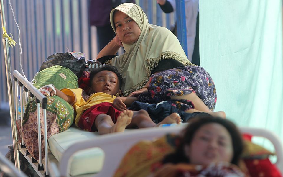 indonisia-131-oi-nekroi-apo-ton-seismo-amp-8211-70-000-oi-astegoi-fotografies9
