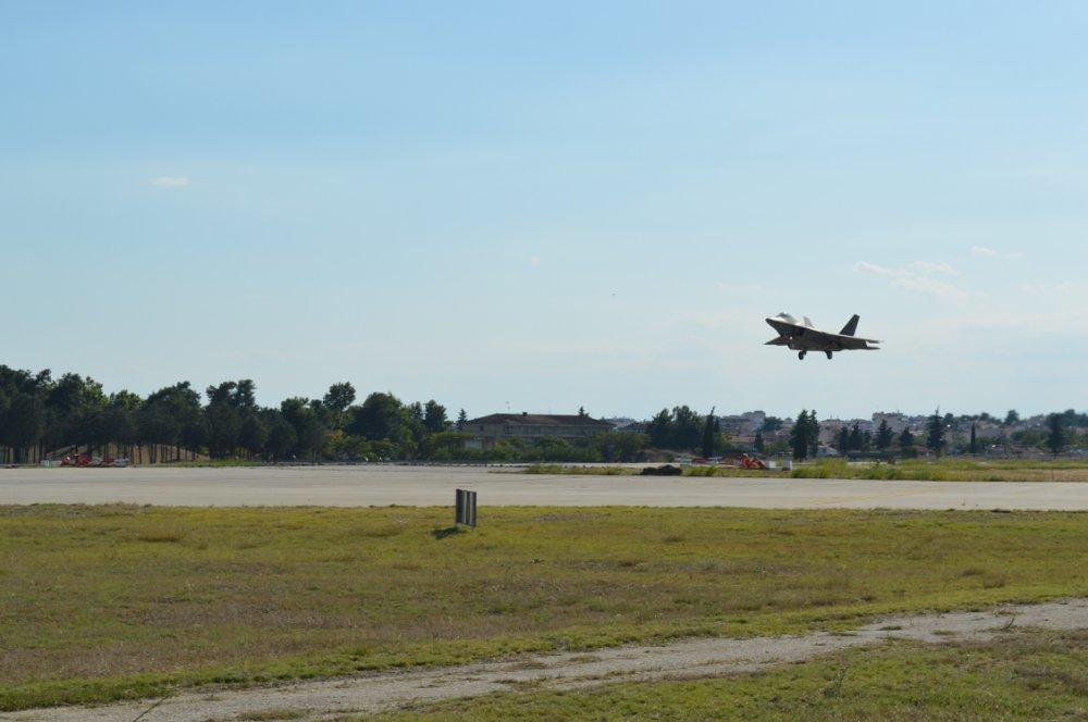 amerikanika-f-22-raptor-sti-aeroporiki-vasi-tis-larisas9