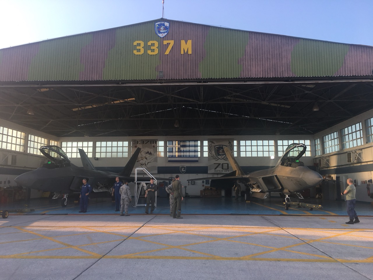 amerikanika-f-22-raptor-sti-aeroporiki-vasi-tis-larisas5