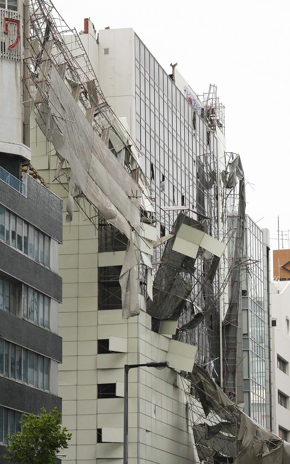 iaponia-exi-nekroi-kai-eikones-vivlikis-katastrofis-apo-ton-tyfona-tzempi-fotografies9