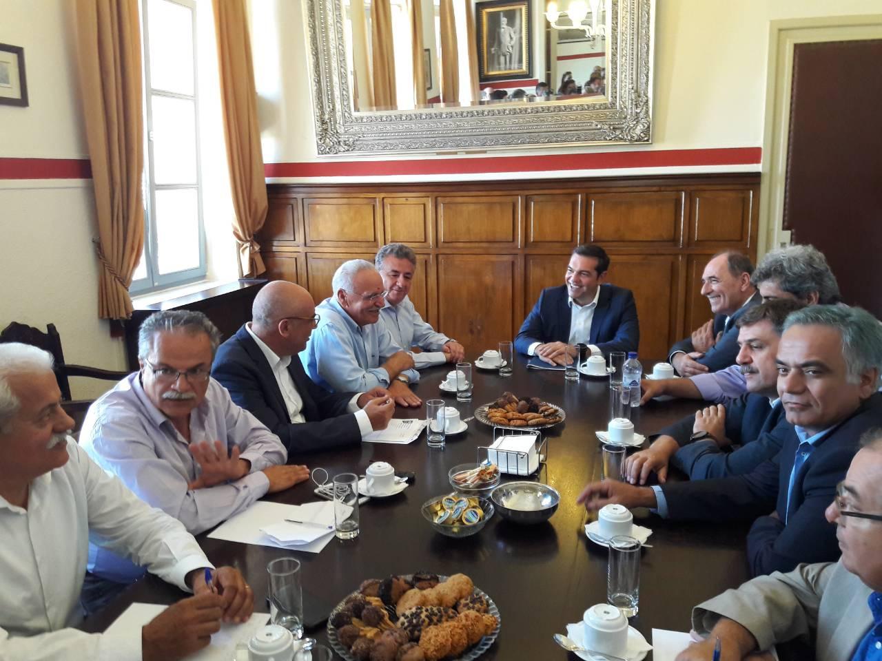 tsipras-meta-ti-lixi-ton-mnimonion-archizoyme-na-pairnoyme-anases-fotografies3