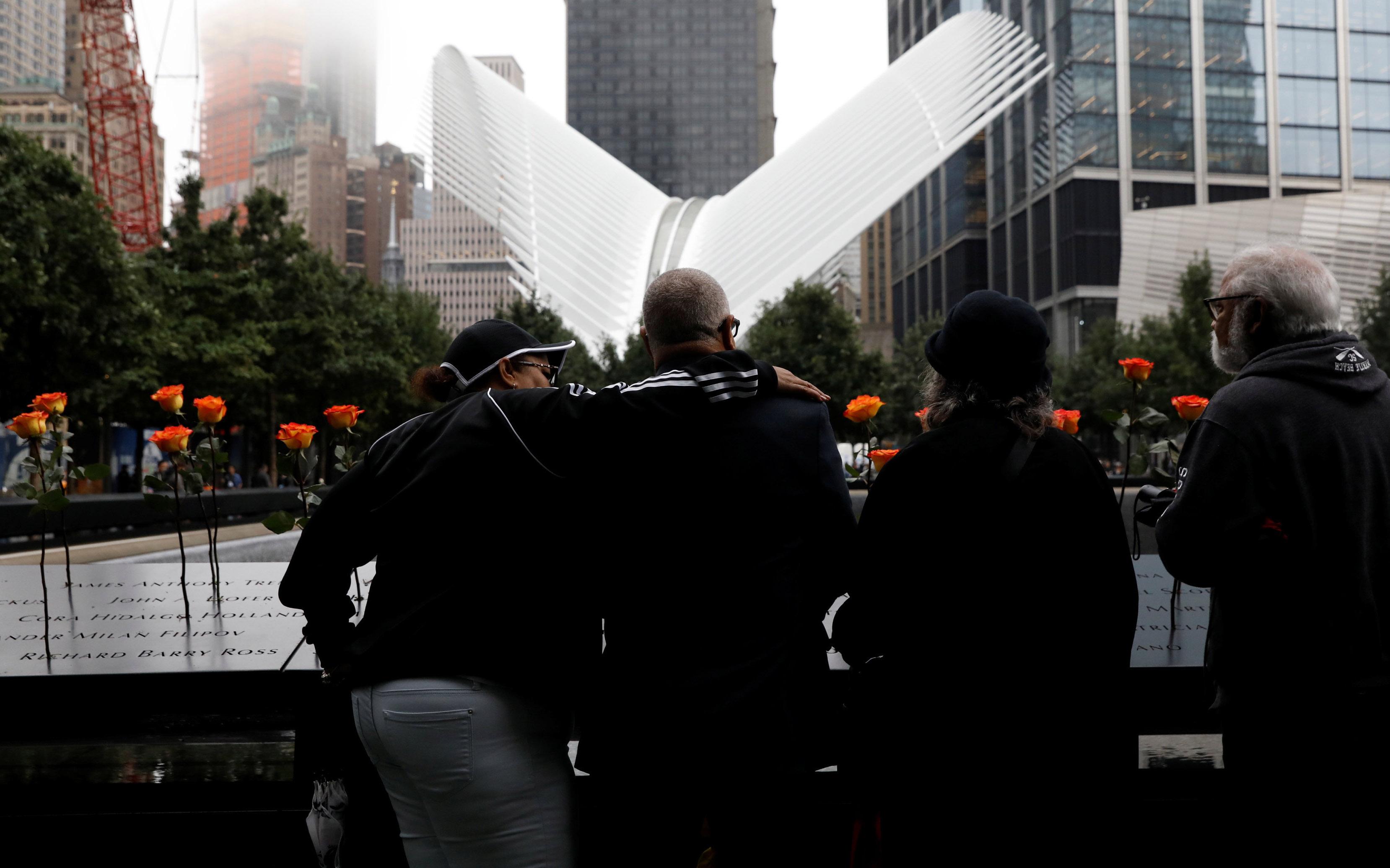 nea-yorki-ragisan-kardies-gia-ta-thymata-tis-11is-septemvrioy-fotografies21