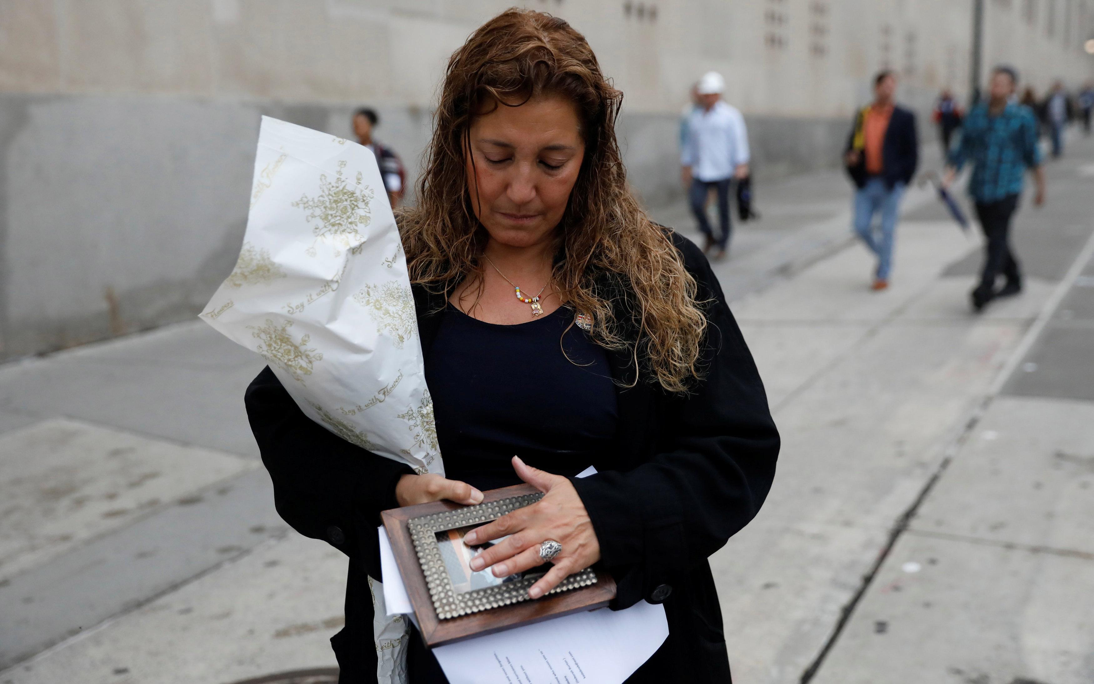 nea-yorki-ragisan-kardies-gia-ta-thymata-tis-11is-septemvrioy-fotografies11