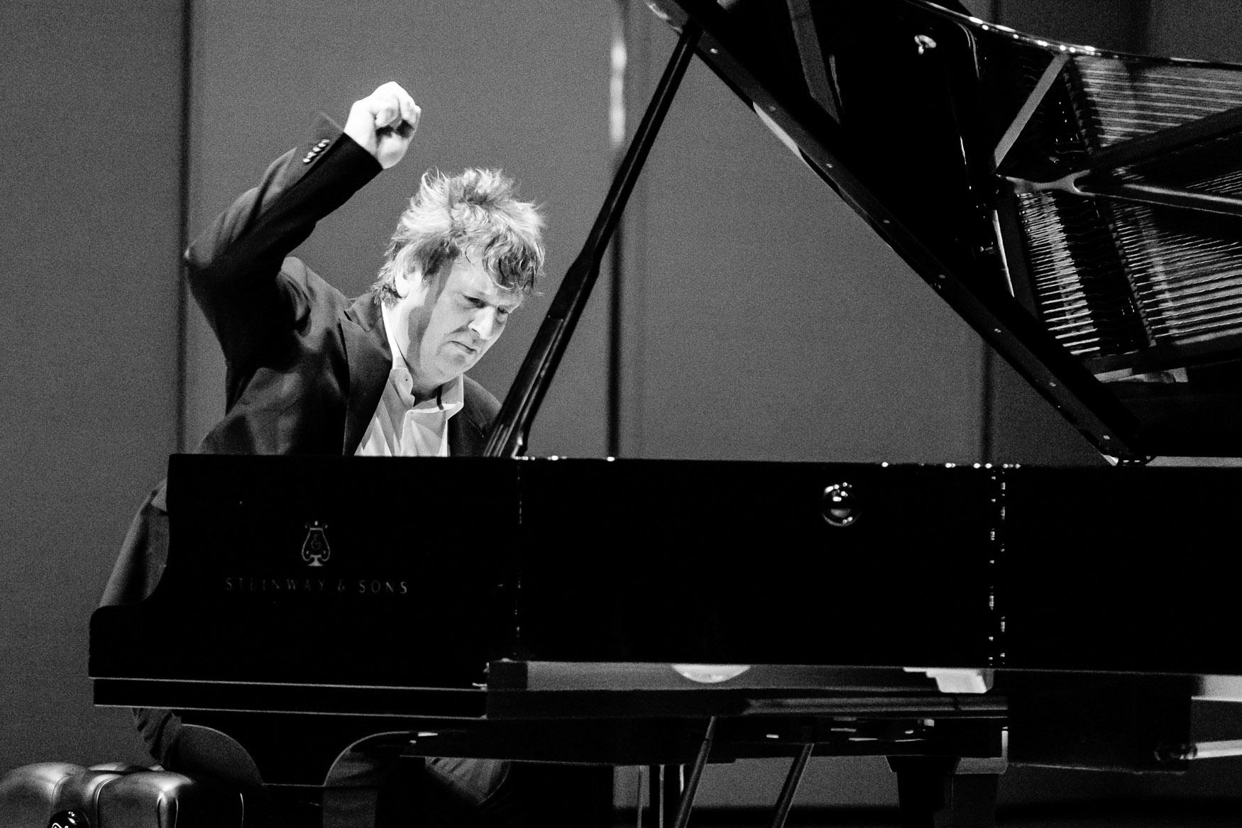 o-diasimos-pianistas-mporis-mperezovski-sto-odeio-irodoy-attikoy1