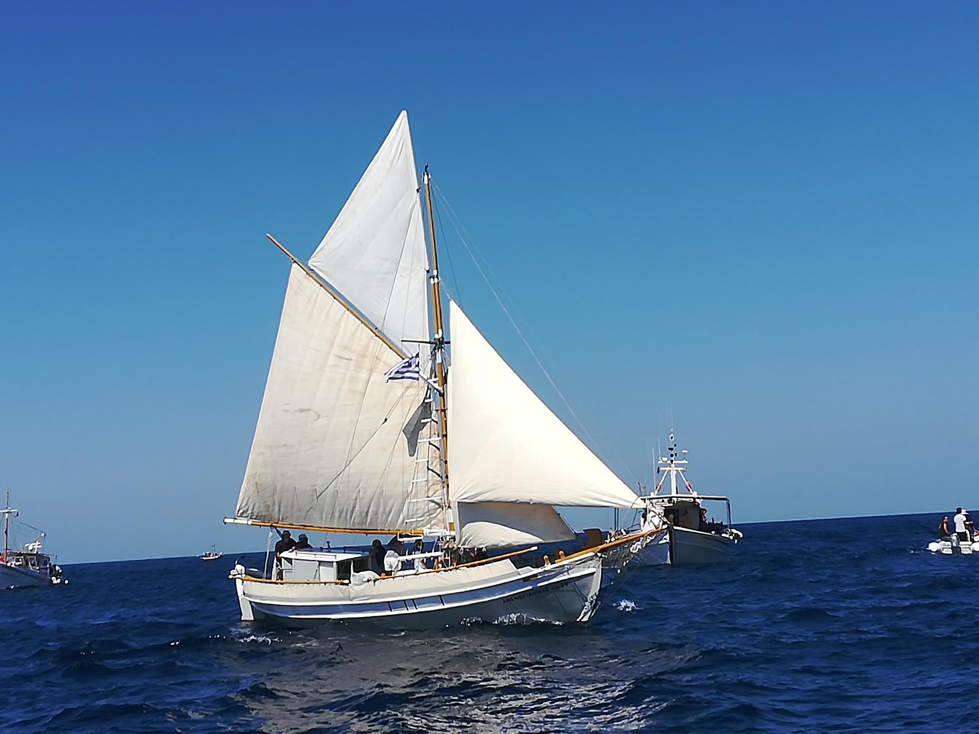 kapetaneika-enas-amp-8230-foros-amp-8211-timis-sti-naytiki-mas-paradosi11