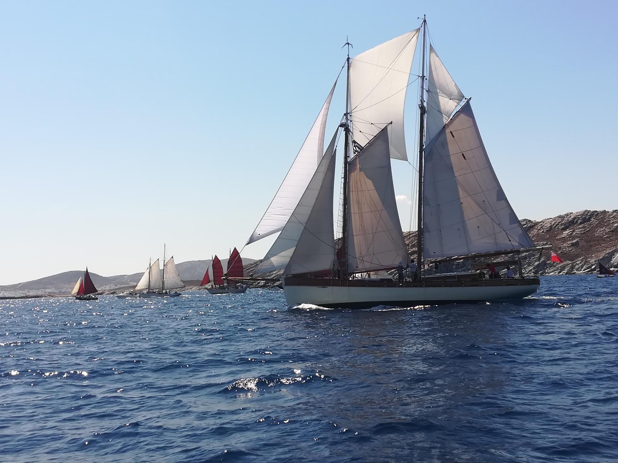 kapetaneika-enas-amp-8230-foros-amp-8211-timis-sti-naytiki-mas-paradosi9
