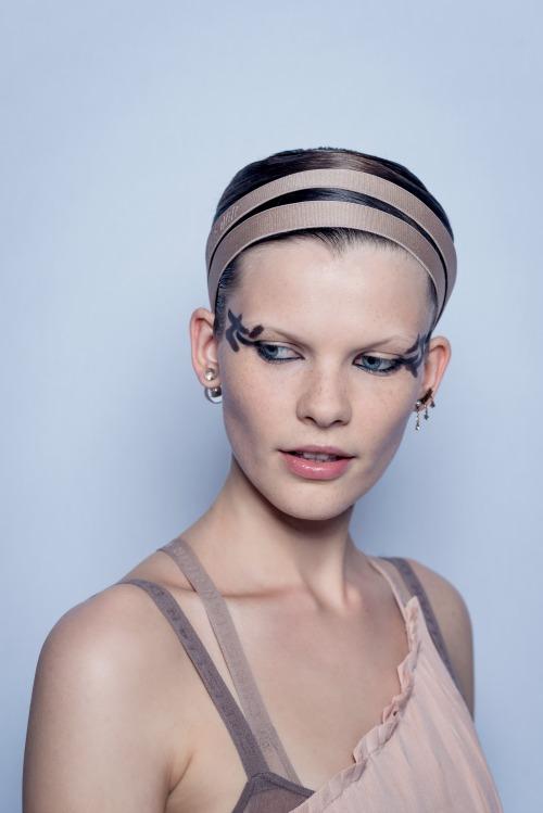 paris-fashion-week-to-beauty-look-toy-dior-itan-empneysmeno-apo-ton-monterno-choro1