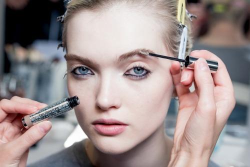 paris-fashion-week-to-beauty-look-toy-dior-itan-empneysmeno-apo-ton-monterno-choro5