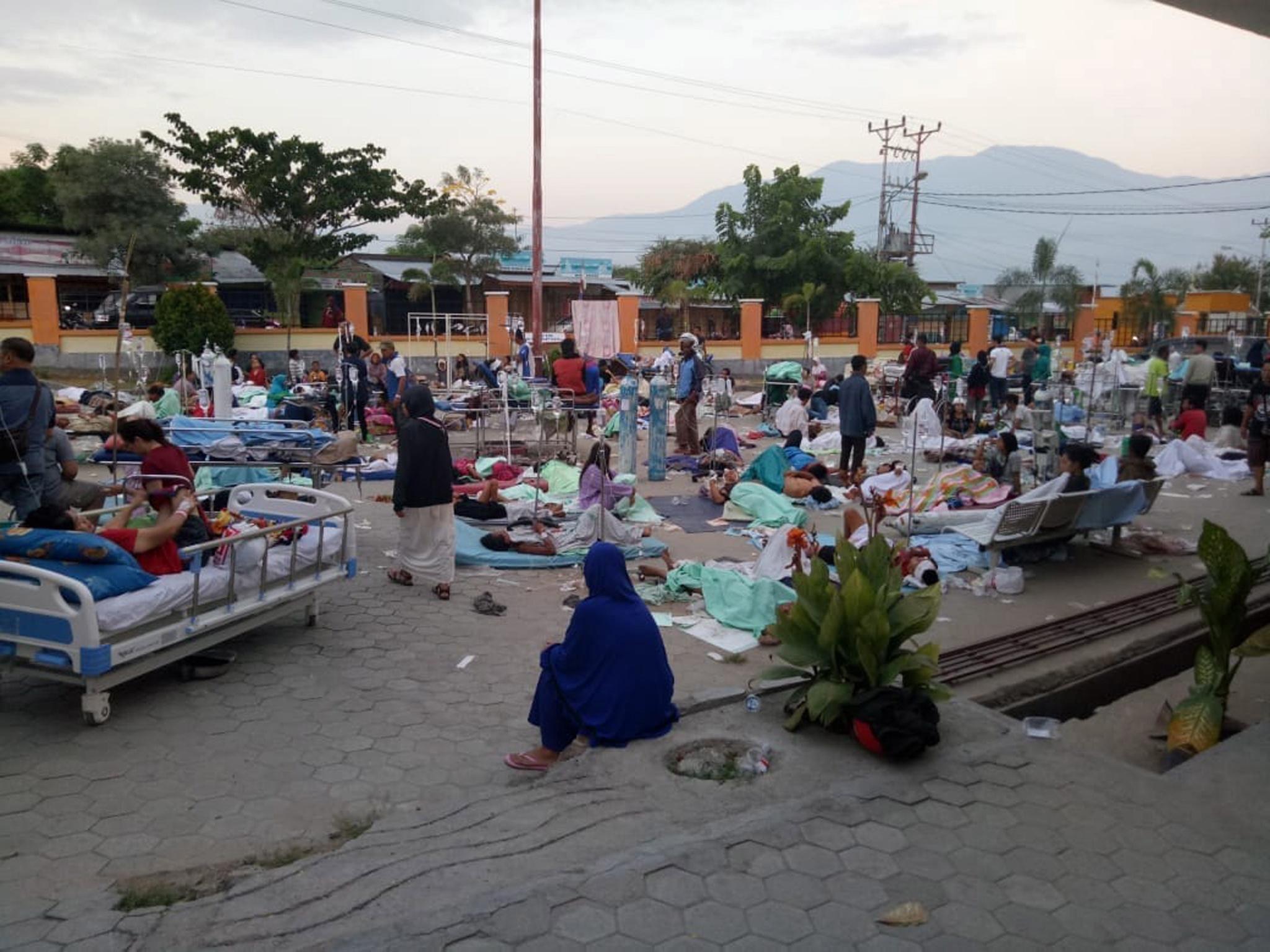 ekatomvi-nekron-stin-indonisia-meta-ton-ischyro-seismo-kai-to-tsoynami-vinteo-fotografies7