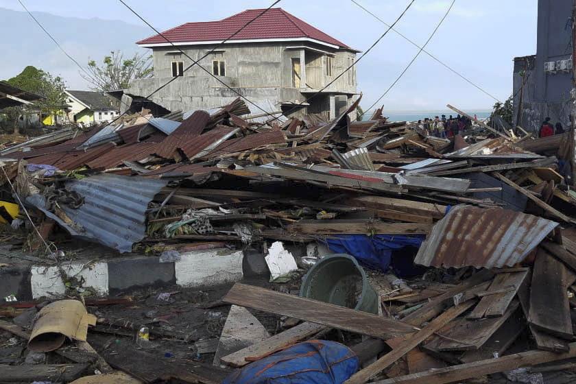 ekatomvi-nekron-stin-indonisia-meta-ton-ischyro-seismo-kai-to-tsoynami-vinteo-fotografies13