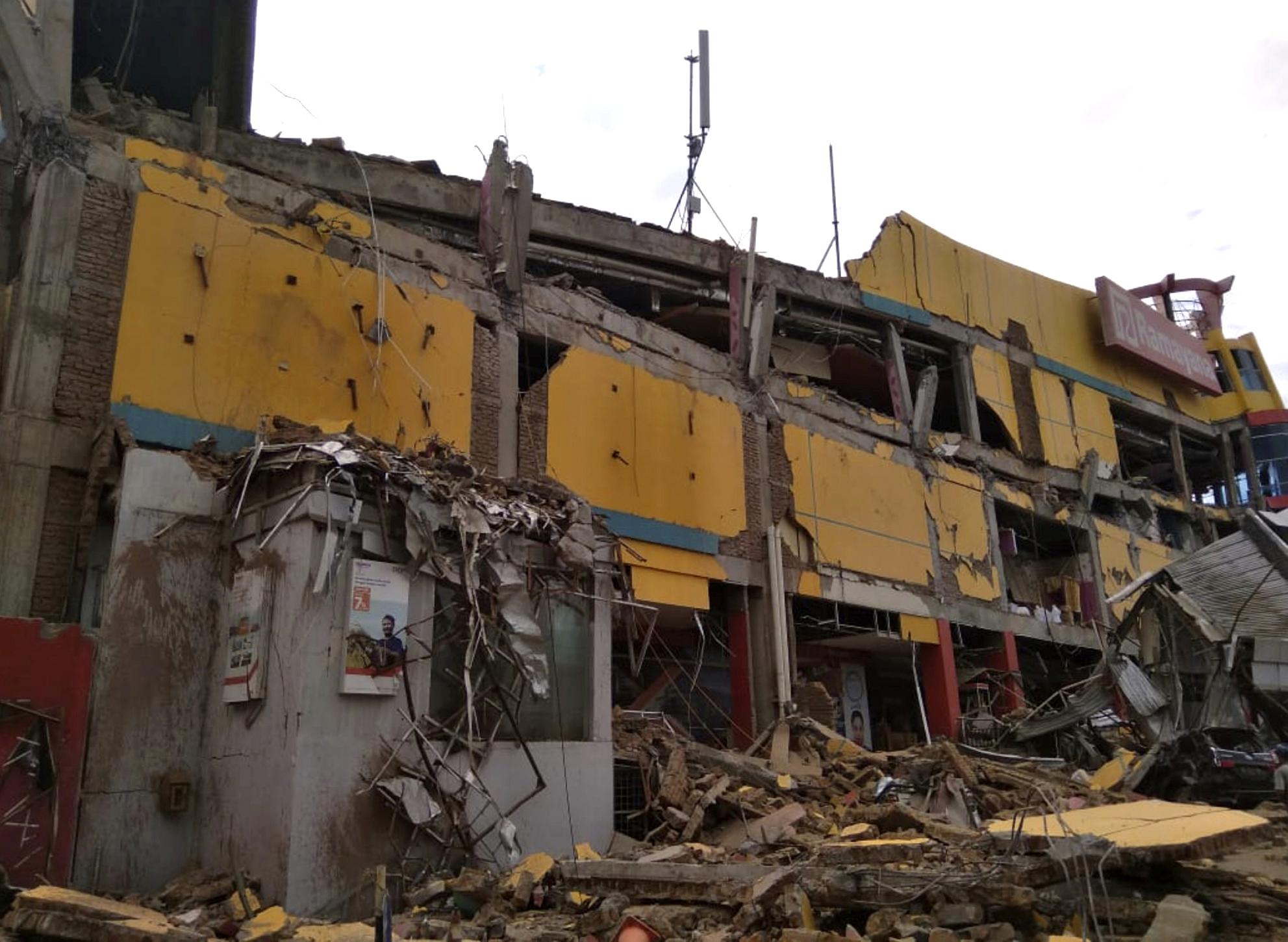 ekatomvi-nekron-stin-indonisia-meta-ton-ischyro-seismo-kai-to-tsoynami-vinteo-fotografies25