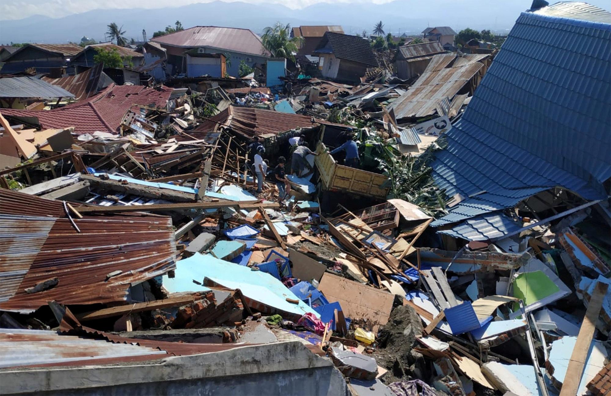 stoys-832-oi-nekroi-meta-ton-ischyro-seismo-kai-to-tsoynami-stin-indonisia1