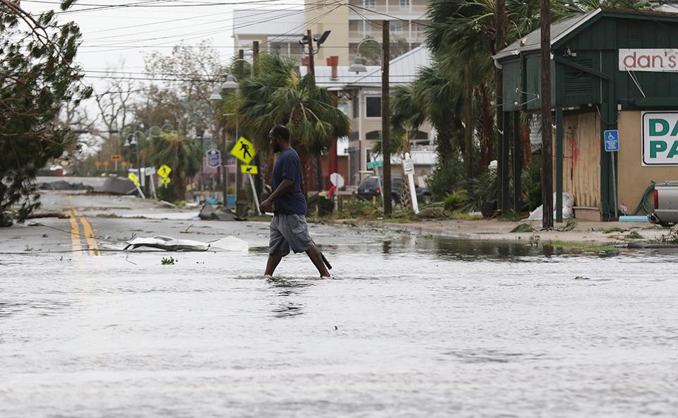 ipa-toylachiston-enas-nekros-plimmyres-kai-katastrofes-apo-ton-kyklona-maikl5