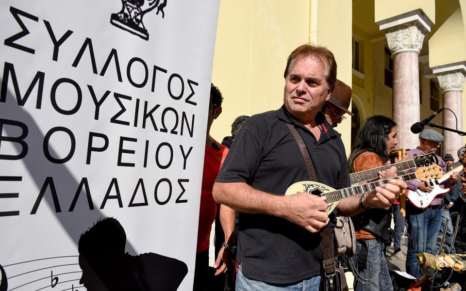 o-manu-chao-sto-pleyro-ton-moysikon-toy-dromoy-se-diamartyria-sti-thessaloniki1