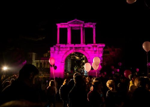 i-athina-sta-roz1