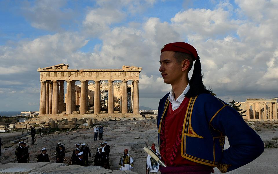 i-teleti-eparsis-tis-simaias-apo-tin-proedriki-froyra-stin-akropoli-fotografies21