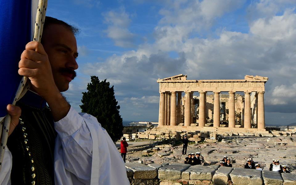 i-teleti-eparsis-tis-simaias-apo-tin-proedriki-froyra-stin-akropoli-fotografies23