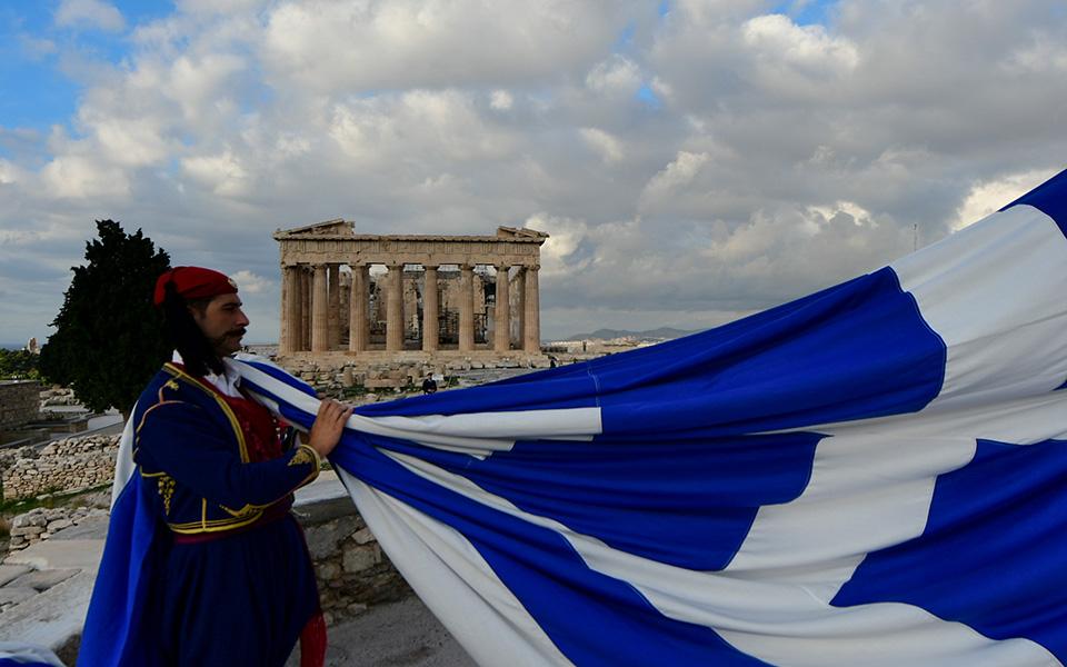 i-teleti-eparsis-tis-simaias-apo-tin-proedriki-froyra-stin-akropoli-fotografies25