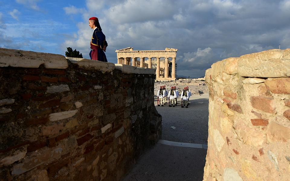 i-teleti-eparsis-tis-simaias-apo-tin-proedriki-froyra-stin-akropoli-fotografies27