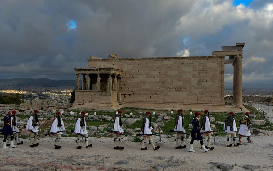 i-teleti-eparsis-tis-simaias-apo-tin-proedriki-froyra-stin-akropoli-fotografies29