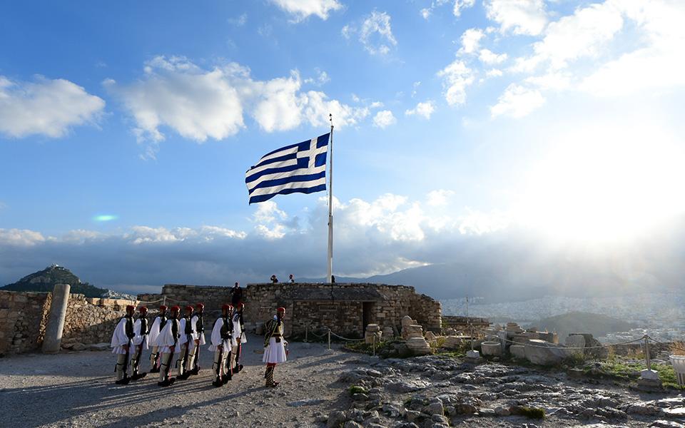 i-teleti-eparsis-tis-simaias-apo-tin-proedriki-froyra-stin-akropoli-fotografies11