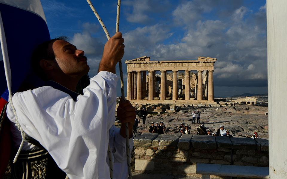 i-teleti-eparsis-tis-simaias-apo-tin-proedriki-froyra-stin-akropoli-fotografies15
