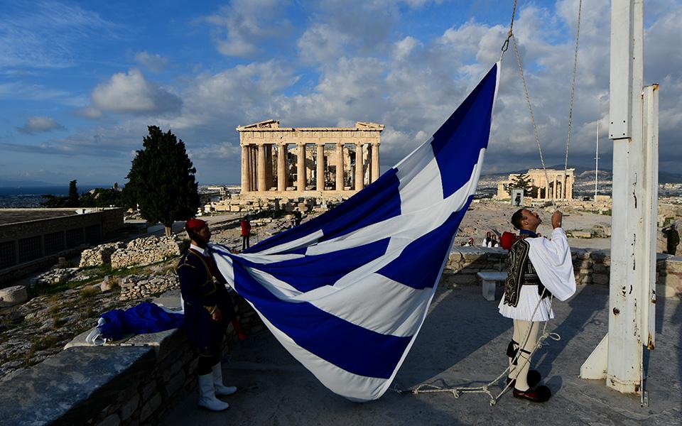 i-teleti-eparsis-tis-simaias-apo-tin-proedriki-froyra-stin-akropoli-fotografies17