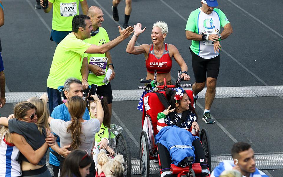 marathonios-athinas-i-giorti-tis-polis-me-55-000-dromeis-amp-8211-ta-apotelesmata-fotografies1