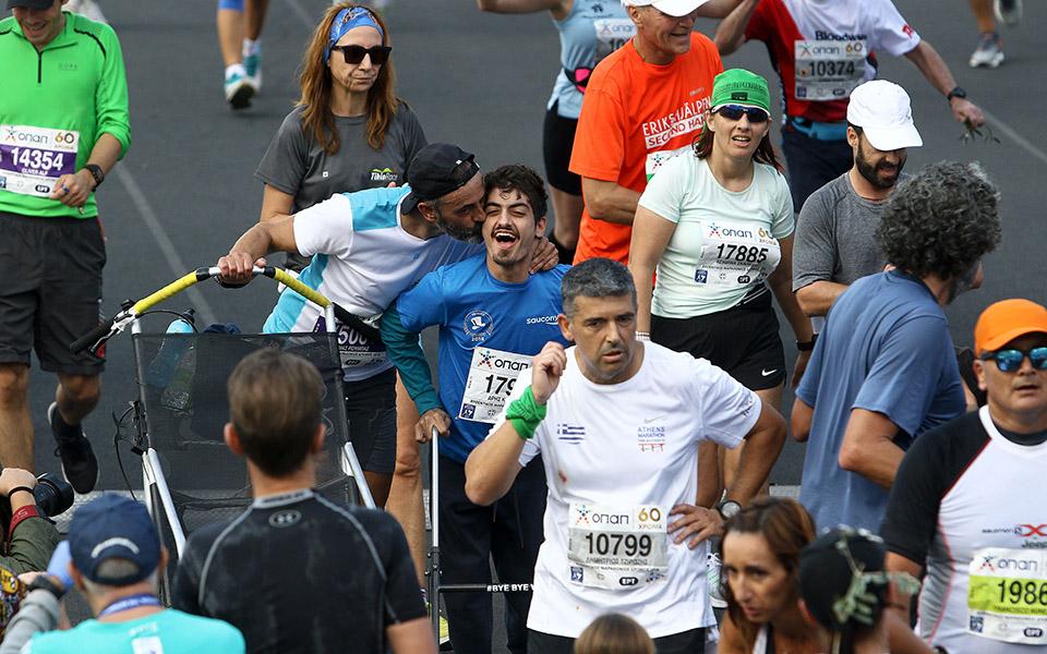 marathonios-athinas-i-giorti-tis-polis-me-55-000-dromeis-amp-8211-ta-apotelesmata-fotografies5
