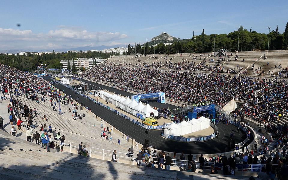 marathonios-athinas-i-giorti-tis-polis-me-55-000-dromeis-amp-8211-ta-apotelesmata-fotografies9