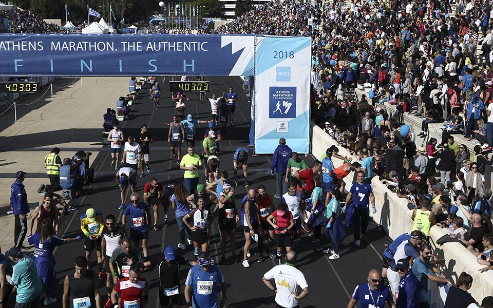 marathonios-athinas-i-giorti-tis-polis-me-55-000-dromeis-amp-8211-ta-apotelesmata-fotografies13